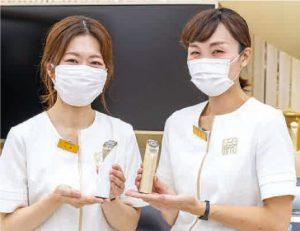マツモトキヨシ心斎橋南店資生堂コーナーBC(ビューティーコンサルタント) 小幡さん(左)と、前田さん(右)